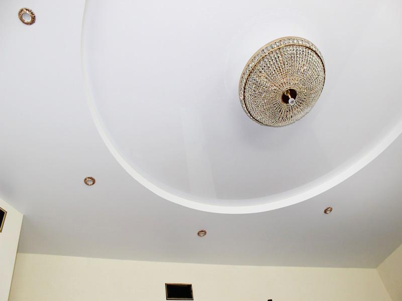 потолок белого цвета