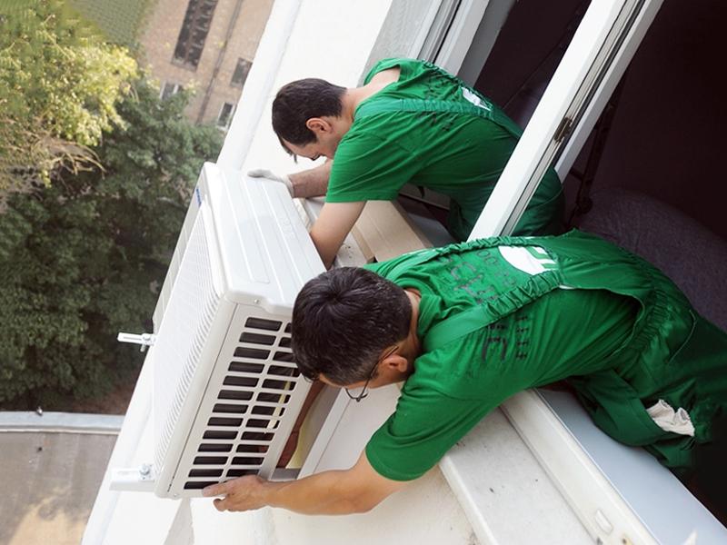 монтаж кондиционера снаружи под окном